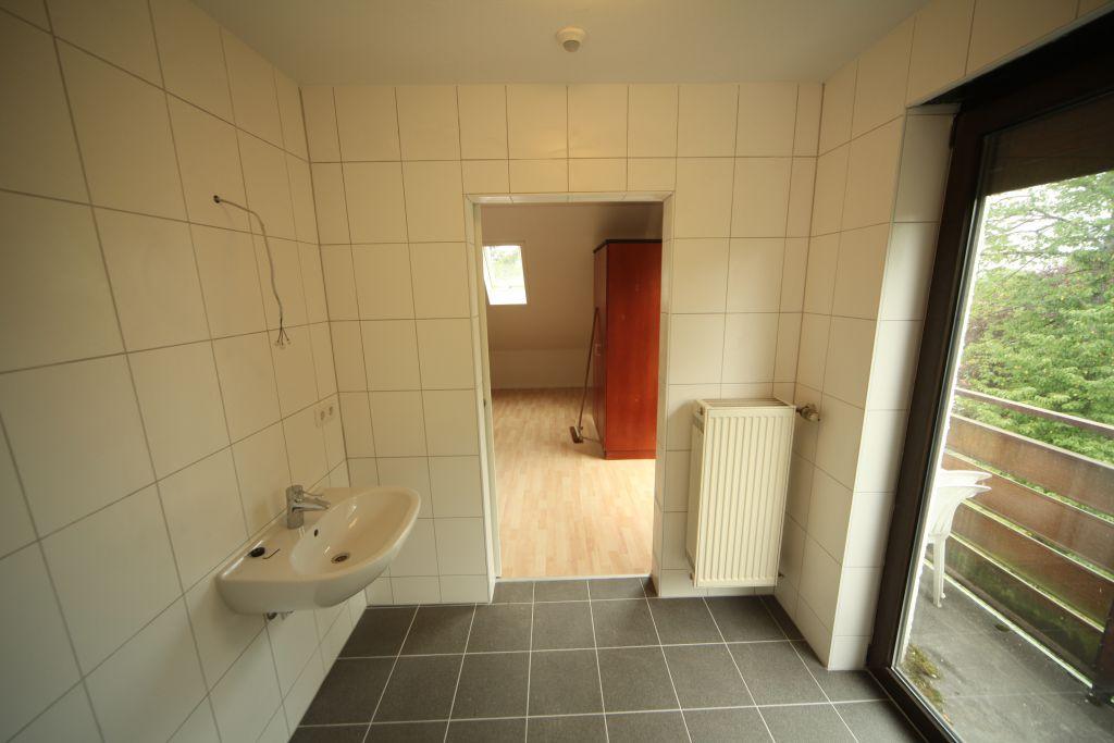 1 altenheim bad3 bild 5 sanieren in stuttgart bossmann gmbh. Black Bedroom Furniture Sets. Home Design Ideas